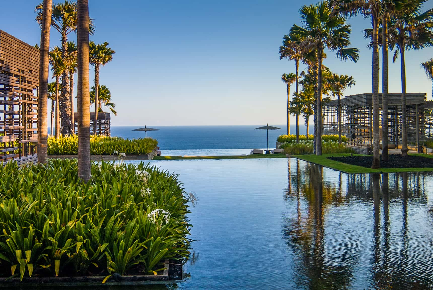 Editing digital photography of luxury hotels, resorts and villas by LuxViz: Alila Hotels & Resorts Uluwatu Bali - daytime water garden and ocean views